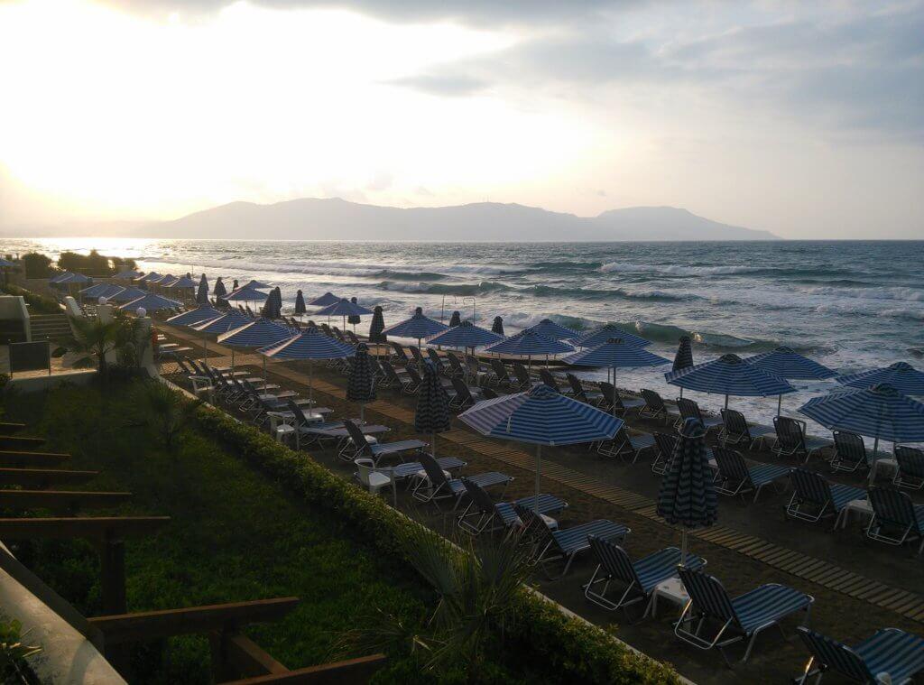 Утро на греческом пляже